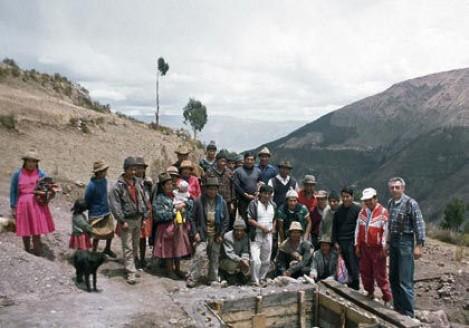 Campesinos bauen neue Wasserleitung
